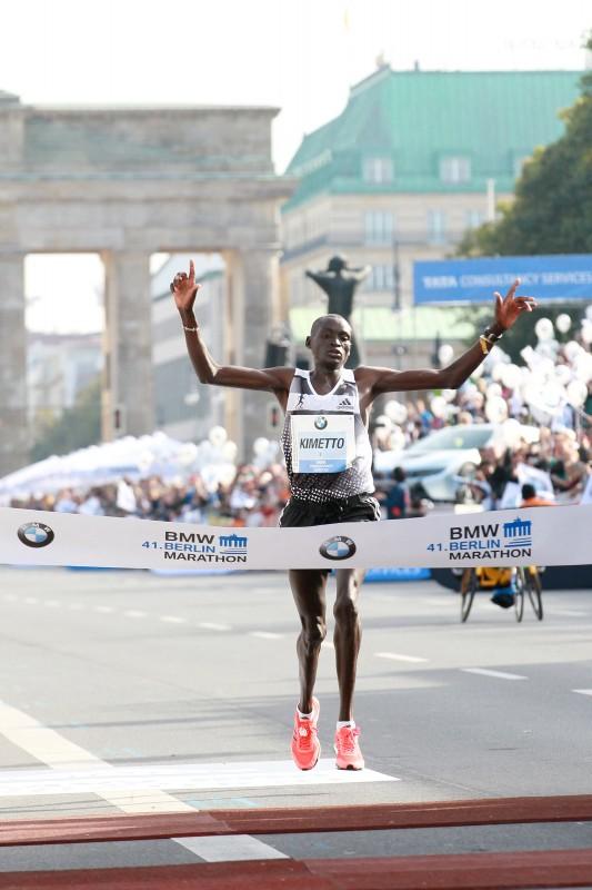 BMW BERLIN MARATHON: Dennis Kimetto läuft Weltrekord bleibt